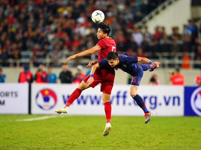 Trung vệ là cầu thủ chơi ở vị trí hàng thủ của đội bóng